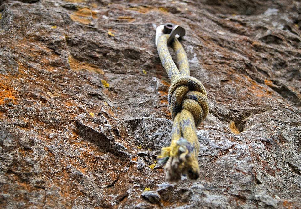 couper une corde d'escalade