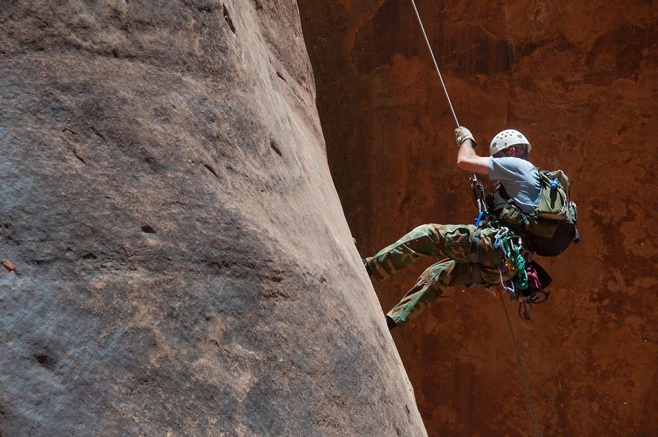 escalader un mur lisse